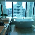 Renaissance Bangkok Ratchaprasong Hotel - Renaissance Suite Bathroom Window Open